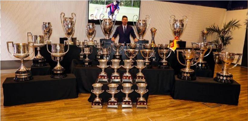 La espectacular foto de Messi y sus 35 trofeos con el Barça