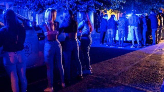 Fiesta clandestina en Devoto – En Morteros, personal de seguridad lesionado en local bailable