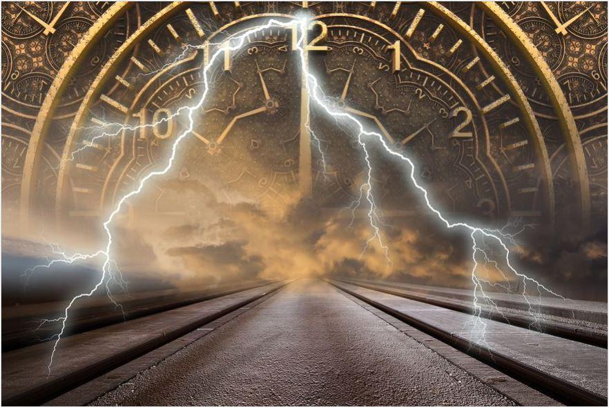 Dice que es un viajero del tiempo del año 2714 y que en septiembre habrá tres catástrofes